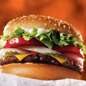 Burger King quiere convencernos de que meternos una hamburguesa entre pecho y espalda es el desayuno perfecto