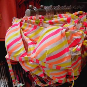 FACUA pide a Carrefour que retire un bikini con relleno para niñas