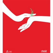 ¿Un beso o una flor? Coca-Cola juega con nuestra percepción en una campaña muy 'natural'