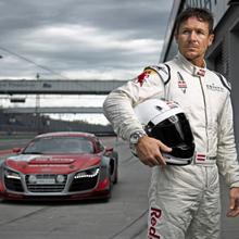 Felix Baumgartner cambia la adrenalina del espacio por el motor y el asfalto de la mano de Audi