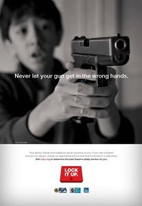 Una campaña por la seguridad con las armas muestra a niños pidiendo a sus padres que