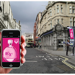 En la era de la movilidad, la segunda pantalla es la publicidad exterior, y la primera el smartphone