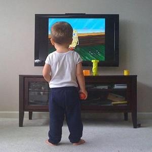 La televisión continúa reinando entre el público infantil