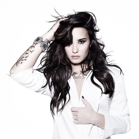 Demi Lovato protagoniza la campaña mundial de Skechers