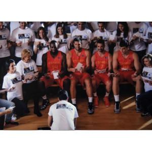 CaixaBank reúne a estrellas de la selección española de baloncesto y voluntarios en un