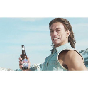 Van Damme esculpe un ice-bar en el nuevo anuncio de Coors Light