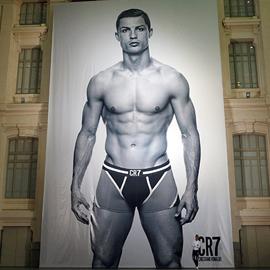 7 grandes urbes acogerán a Cristiano Ronaldo en calzoncillos