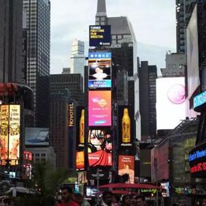 Samsung se instala en Times Square para promocionar sus nuevas y coloridas tabletas