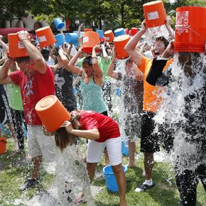 Facebook es para el Ice Bucket Challenge y Twitter para Ferguson