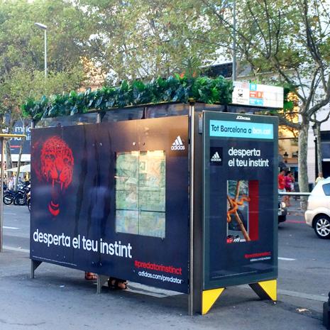 Adidas Predator se hace con las calles de Barcelona con una espectacular acción en marquesinas