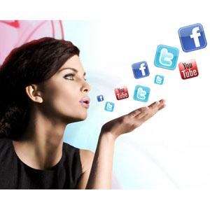 Las mujeres se involucran más en las redes sociales