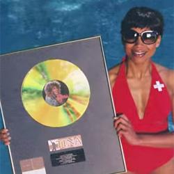 Tina Turner explica en un spot por qué es suiza de corazón (y pasaporte)