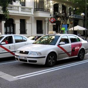 El Teatro de la Latina, uno de los primeros anunciantes en subirse a bordo de los taxis de Madrid