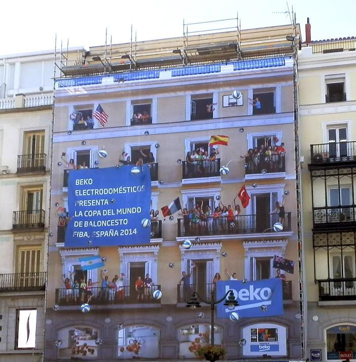 Exterion Media convierte en un espectacular soporte publicitario una de las fachadas de la Puerta del Sol en Madrid