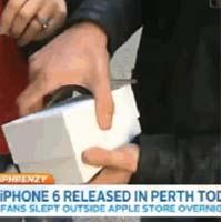 Uno de los primeros australianos en conseguir el iPhone 6 lo tira (por accidente) en directo en televisión