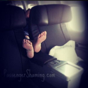 Mala educación a bordo: una cuenta de Instagram enseña al mundo cómo se comportan algunos en los aviones