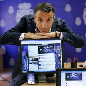 La lucha contra los bulos del Ébola en las redes sociales es otra de las labores de la Policía española