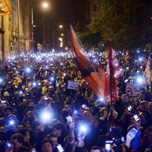 Miles de húngaros alzan la voz en la calle contra el controvertido impuesto de internet