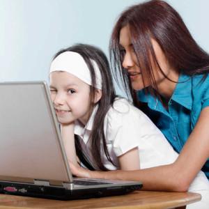 La mayoría de las madres se sienten presionadas a crear una perfecta imagen de sus vidas en redes sociales