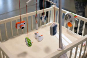 Estos inquietantes juguetes permiten a los bebés publicar posts en Facebook desde la cuna