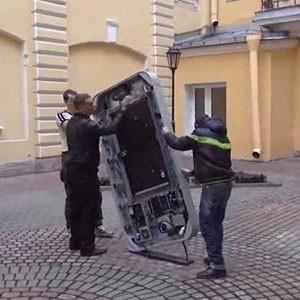 Rusia retira un monumento a Steve Jobs después de que Tim Cook confesara su homosexualidad