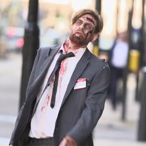 El virus del blanqueo de dinero ataca a un zombi con el rostro de Colin Farrell en un spot más muerto que vivo