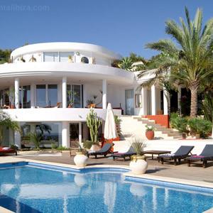 P g crea una l nea de fragancias de hogar que huelen a gente rica marketing directo - Casas de millonarios ...