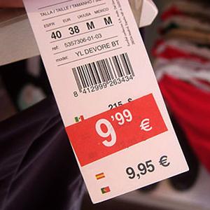 estafa fraude etiqueta rebajas precio falso