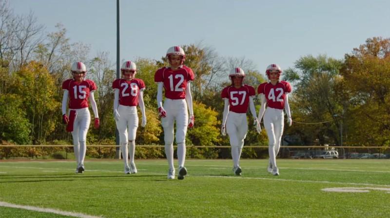 5 hermosas mujeres juegan al fútbol americano en el spot de Victoria's Secret para el Super Bowl