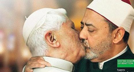 Benetton retira el anuncio del papa y el iman besandose | Famoso