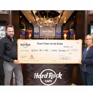 Hard Rock Cafe Barcelona recauda 4.500 € para Cáritas Diocesana de Barcelona