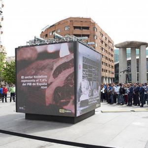 Makro crea el primer monumento para homenajear a todos los hosteleros de España