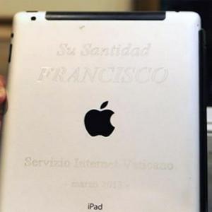 El iPad del Papa Francisco a subasta por 30.500 dólares