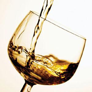 La publicidad de bebidas alcohólicas aumenta un 400% en 40 años (pero la gente no bebe más)