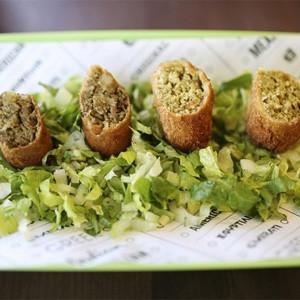 A McDonald's le sale otro enemigo: el falafel quiere hacer