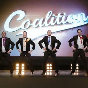 Los políticos británicos contonean las caderas en perfecta armonía y con mucho salero en un spot
