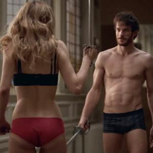 Espadas, seducción y tensión sexual en el último anuncio de Wilkinson