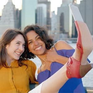 ¿No le gusta el palo selfi? Miz Mooz lanza el zapato selfi, que permite lanzarse fotos desde el pie