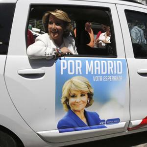 Manuela Carmena (Ahora Madrid) planta cara a Aguirre anunciándose también en los taxis de la capital