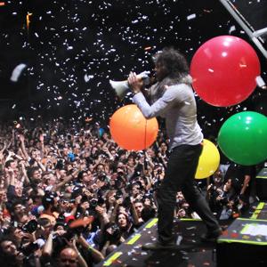 Convierta a su marca en cabeza de cartel de los festivales de música