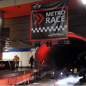 MINI y Tangoº vuelven a convertir el metro de Madrid en un circuito de carreras