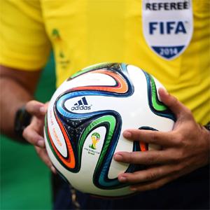 Los accionistas de Adidas quieren soltar amarras de la FIFA