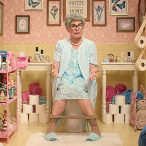 Tirar de la cadena después de ir al baño es despilfarrar, según este divertido y escatológico spot viral