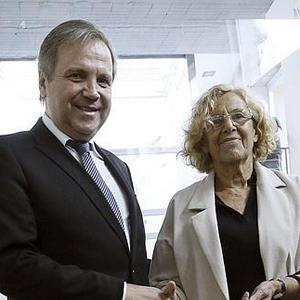 Manuela Carmena cede a las presiones del PSOE y modifica su polémica web Versión Original