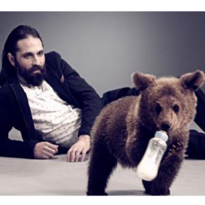 Nueva campaña de TV de adoptauntio.es: Un dúo inédito entre el hombre y el animal?