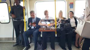 Kellogg's lleva el desayuno a los viajeros del metro de Londres en su última acción de marketing