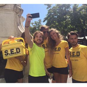 Amstel Radler lanza su propio servicio de emergencias para acabar con la deshidratación