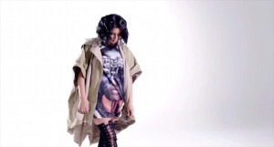 Kim Kardashian protagoniza un esperpéntico spot para promocionar una bebida energética