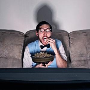 atracones bing watching television tv televisor cine palomitas