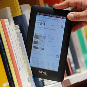 Los lectores siguen prefiriendo el libro de papel al e-book